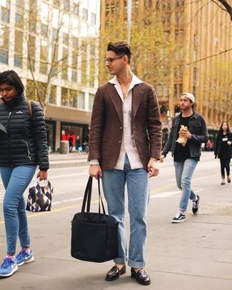 Как и с чем носить: коричневый шерстяной пиджак, белая льняная рубашка с длинным рукавом, голубые джинсы, темно-коричневые кожаные лоферы