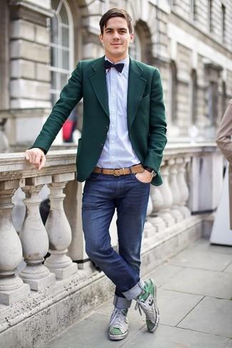 Комбо из темно-бирюзового шерстяного пиджака и темно-синих джинсов определенно будет обращать на тебя взоры прекрасного пола. Бело-зеленые высокие кроссовки помогут сделать образ менее официальным.