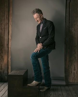 Как одеваться мужчине за 60: Если ты приписываешь себя к той редкой группе молодых людей, способных ориентироваться в модных тенденциях, тебе подойдет ансамбль из черного пиджака и темно-синих джинсов. Этот образ удачно закончат серые кожаные ковбойские сапоги.