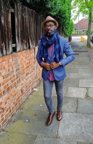 Как и с чем носить: синий пиджак, ярко-розовая рубашка с длинным рукавом в клетку, темно-синие зауженные джинсы, коричневые кожаные оксфорды
