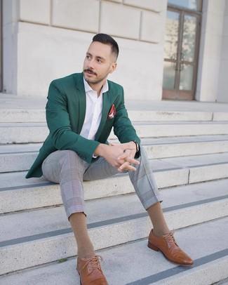Как и с чем носить: темно-зеленый пиджак, белая рубашка с длинным рукавом, серые классические брюки в шотландскую клетку, светло-коричневые кожаные броги