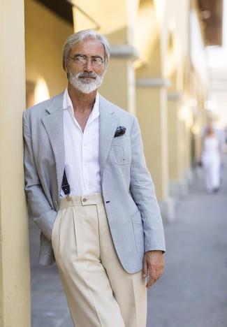 Как и с чем носить: серый пиджак в шотландскую клетку, белая рубашка с длинным рукавом, бежевые классические брюки, темно-зеленый нагрудный платок с принтом