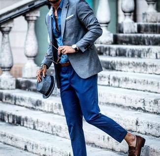 Как и с чем носить: синий льняной пиджак, синяя рубашка с длинным рукавом из шамбре, синие шерстяные классические брюки, темно-коричневые кожаные лоферы