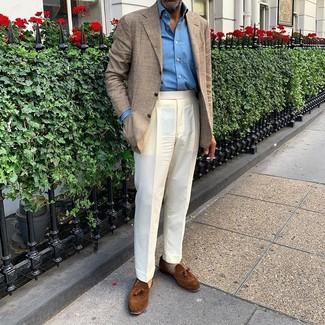 Бежевые носки: с чем носить и как сочетать мужчине: Бежевый пиджак в шотландскую клетку и бежевые носки — прекрасная формула для воплощения модного и простого ансамбля. Хотел бы добавить сюда нотку строгости? Тогда в качестве дополнения к этому луку, стоит обратить внимание на коричневые замшевые лоферы с кисточками.