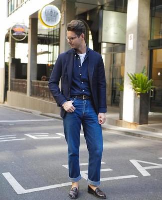 Как и с чем носить: темно-синий пиджак, темно-синяя рубашка с длинным рукавом, белая футболка с круглым вырезом, синие джинсы