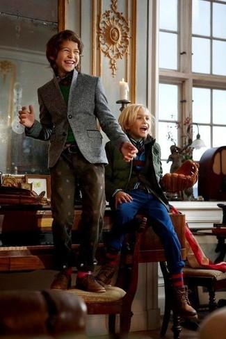 Как и с чем носить: серый пиджак, темно-зеленый свитер, красно-темно-синяя рубашка с длинным рукавом в шотландскую клетку, темно-коричневые джинсы