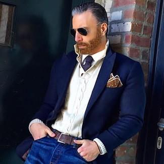 Как и с чем носить: темно-синий шерстяной пиджак, белый вязаный свитер с горловиной на пуговицах, белая классическая рубашка, синие джинсы
