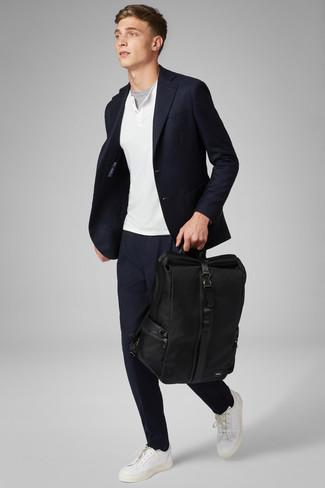 Как и с чем носить: темно-синий пиджак, белый свитер с горловиной на пуговицах, серая футболка с круглым вырезом, темно-синие брюки чинос