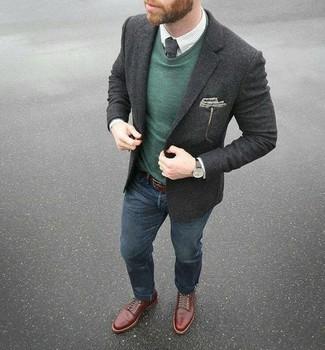Как и с чем носить: темно-серый шерстяной пиджак, темно-зеленый свитер с круглым вырезом, белая классическая рубашка в клетку, темно-синие джинсы