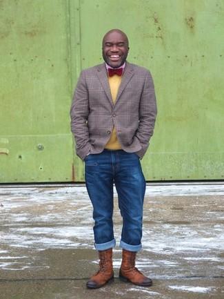 Как и с чем носить: серый пиджак в шотландскую клетку, желтый свитер с круглым вырезом, красная рубашка с длинным рукавом в мелкую клетку, синие джинсы