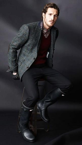 Как и с чем носить: темно-серый шерстяной пиджак в клетку, темно-красный свитер с v-образным вырезом, темно-красная рубашка с длинным рукавом с принтом, черные брюки чинос