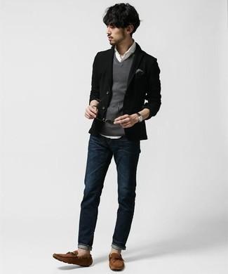 Серый нагрудный платок: с чем носить и как сочетать: Сочетание черного пиджака и серого нагрудного платка пользуется особой популярностью среди ценителей комфорта. Завершив ансамбль коричневыми замшевыми мокасинами, ты привнесешь в него нотки мужественной элегантности.