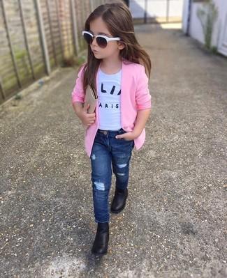 Как и с чем носить: розовый пиджак, белая футболка, темно-синие джинсы, черные ботинки