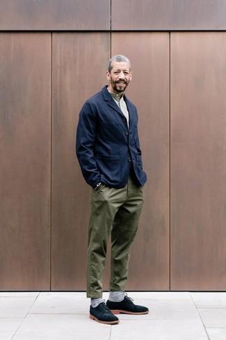 Как и с чем носить  темно-синий джинсовый пиджак, оливковая футболка на  пуговицах 9d049464274
