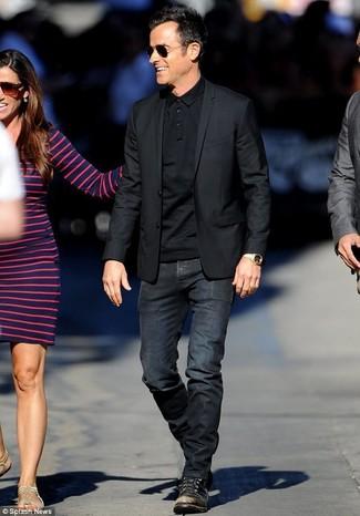 Как и с чем носить: черный пиджак, черная футболка-поло, черные джинсы, черные кожаные повседневные ботинки
