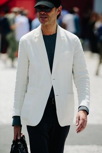 Как и с чем носить: белый пиджак, темно-синяя футболка с длинным рукавом, черные вельветовые брюки чинос, черный кожаный портфель