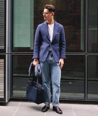 Как и с чем носить: темно-синий шерстяной пиджак в шотландскую клетку, белая футболка с круглым вырезом, голубые джинсы, темно-красные кожаные лоферы