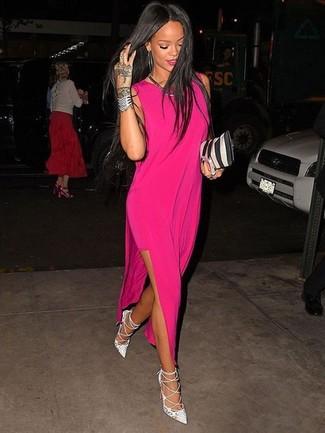 Как и с чем носить: ярко-розовое платье-макси, белые кожаные туфли, черно-белый кожаный клатч в вертикальную полоску, серебряное колье