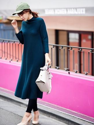 Как и с чем носить: темно-бирюзовое шерстяное платье-миди, черные леггинсы, бежевые кожаные туфли, белая кожаная сумка-саквояж