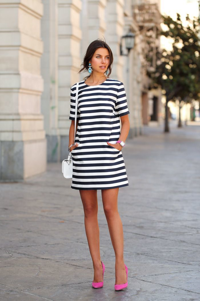 Look con vestido blanco y negro