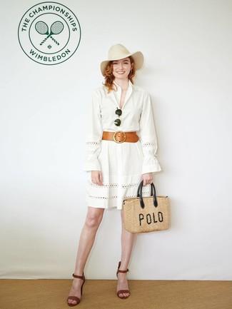 Как и с чем носить: белое платье-рубашка с люверсами, коричневые кожаные босоножки на каблуке, светло-коричневая соломенная большая сумка, бежевая шерстяная шляпа