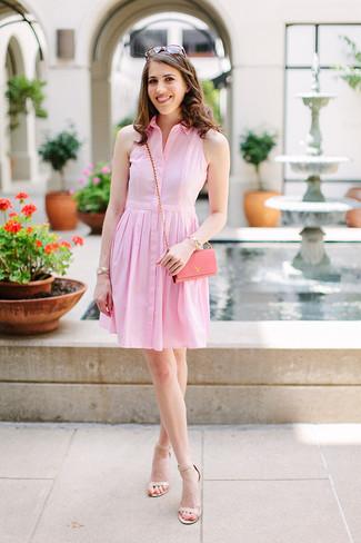 Как и с чем носить: розовое платье-рубашка, бежевые кожаные босоножки на каблуке, розовая кожаная сумка через плечо, коричневые солнцезащитные очки