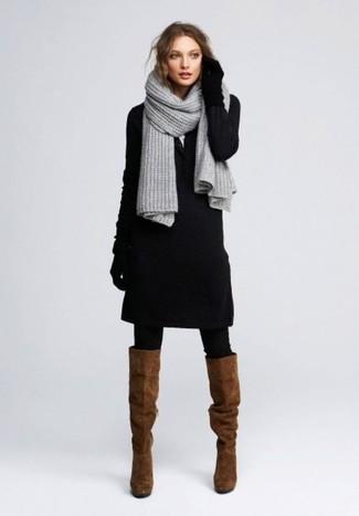 Коричневые замшевые сапоги: с чем носить и как сочетать: Современным девчонкам, которые хотят держать руку на пульсе последних тенденций, советуем обратить внимание на это сочетание черного платья-свитера. Коричневые замшевые сапоги — хороший выбор, чтобы завершить образ.
