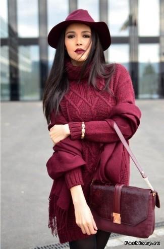 Как и с чем носить: темно-красное вязаное платье-свитер, темно-красная кожаная сумка-саквояж, темно-красная шерстяная шляпа, темно-красный шарф
