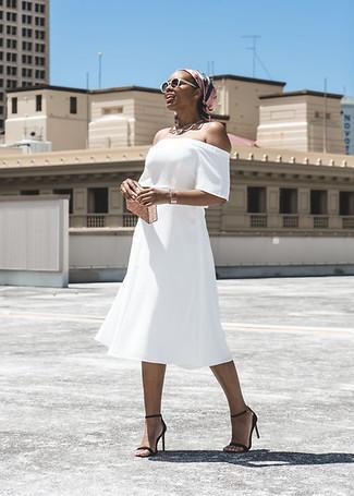 Белые солнцезащитные очки: с чем носить и как сочетать женщине: Если этот день тебе предстоит провести в движении, сочетание белого платья с открытыми плечами и белых солнцезащитных очков поможет создать комфортный образ в повседневном стиле. Пара черных кожаных босоножек на каблуке поможет сделать образ более цельным.