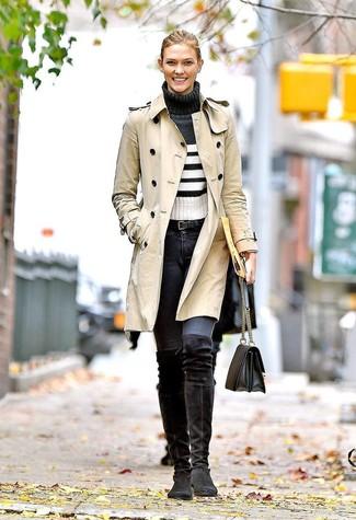 Модный лук: Бежевый плащ, Бело-черная водолазка в горизонтальную полоску, Темно-серые джинсы скинни, Черные замшевые ботфорты