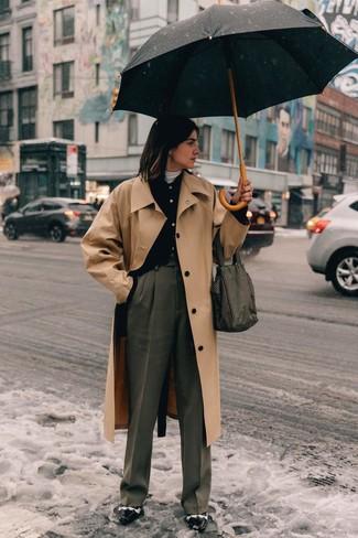 Как и с чем носить: светло-коричневый плащ, черный кардиган, белая водолазка, серые широкие брюки