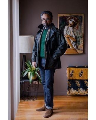 С чем носить темно-синюю куртку-рубашку мужчине: Темно-синяя куртка-рубашка и темно-синие джинсы — обязательные элементы в гардеробе поклонников стиля casual. Что до обуви, дополни образ коричневыми замшевыми ботинками дезертами.