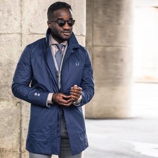 Как и с чем носить: темно-синий плащ, серый хлопковый пиджак, бежевая классическая рубашка, серые классические брюки