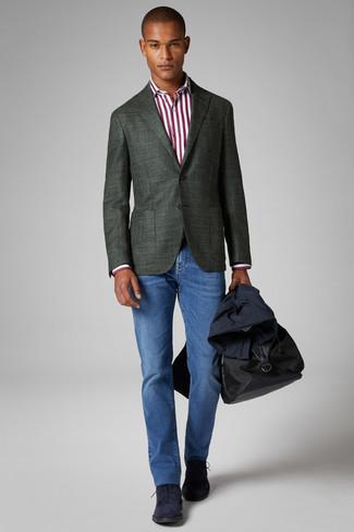 Как и с чем носить: темно-синий плащ, темно-зеленый пиджак, бело-красная классическая рубашка в вертикальную полоску, синие джинсы