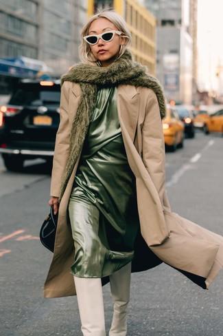 Как и с чем носить: светло-коричневый плащ, мятное сатиновое платье-комбинация, белые кожаные сапоги, черная кожаная сумочка