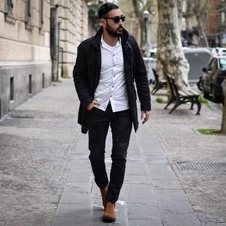 Как и с чем носить: черный плащ, белая рубашка с длинным рукавом, белая майка, черные рваные джинсы