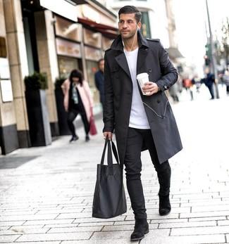 Черный плащ: с чем носить и как сочетать мужчине: Черный плащ в сочетании с черными брюками чинос — нескучный образ для парней, работающих в офисе. Если тебе нравится использовать в своих образах разные стили, на ноги можно надеть черные замшевые ботинки челси.
