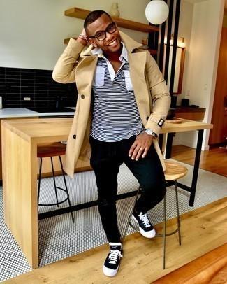 С чем носить черные рваные зауженные джинсы мужчине: В светло-коричневом плаще и черных рваных зауженных джинсах можно пойти на свидание в расслабленной атмосфере или провести выходной, когда в планах поход в кино или пиццерию. Вкупе с этим образом отлично будут смотреться черно-белые низкие кеды из плотной ткани.