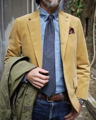 Как и с чем носить: оливковая полевая куртка, светло-коричневый вельветовый пиджак, голубая джинсовая рубашка, синие джинсы
