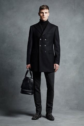 Как и с чем носить: черное полупальто, черная водолазка, черные шерстяные классические брюки, черные замшевые лоферы с леопардовым принтом