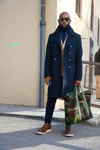 Как и с чем носить: темно-синее полупальто, светло-коричневый шерстяной двубортный пиджак, темно-синяя водолазка, черные брюки чинос