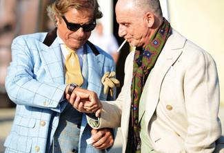 Как и с чем носить: голубое полупальто в шотландскую клетку, синий двубортный пиджак в шотландскую клетку, белая классическая рубашка, светло-коричневый галстук