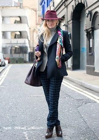 Как и с чем носить: темно-синее полупальто, серый пиджак в шотландскую клетку, серая водолазка, темно-синие классические брюки в клетку