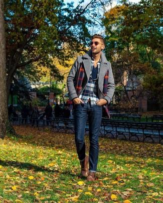 Как и с чем носить: серое полупальто, бело-красно-синяя фланелевая рубашка с длинным рукавом в шотландскую клетку, темно-синяя лонгслив с горловиной на пуговицах, темно-синие джинсы