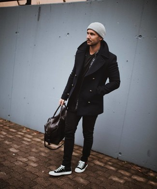 Как и с чем носить: черное полупальто, темно-серая рубашка с длинным рукавом в шотландскую клетку, черная футболка с круглым вырезом, черные зауженные джинсы
