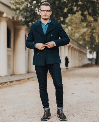 Как и с чем носить: темно-синее полупальто, темно-бирюзовый свитер с воротником поло, темно-синие зауженные джинсы, черные кожаные ботинки броги