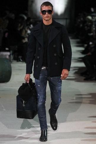 Черное полупальто в паре с темно-синими джинсами поможет создать стильный и мужественный образ. Выбирая обувь, сделай ставку на классику и надень черные кожаные ботинки челси.