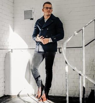 Как и с чем носить: темно-синее полупальто, серый свитер с круглым вырезом, черные зауженные джинсы, коричневые кожаные ботинки броги