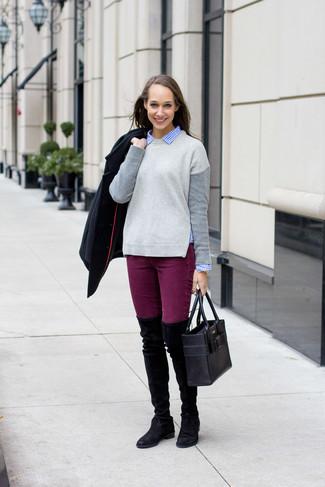 Модный лук: Черное полупальто, Серый свитер с круглым вырезом, Синяя классическая рубашка в мелкую клетку, Пурпурные джинсы скинни