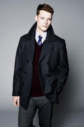 Как и с чем носить: темно-серое полупальто, темно-красный свитер с v-образным вырезом, белая классическая рубашка в вертикальную полоску, темно-серые классические брюки в шотландскую клетку